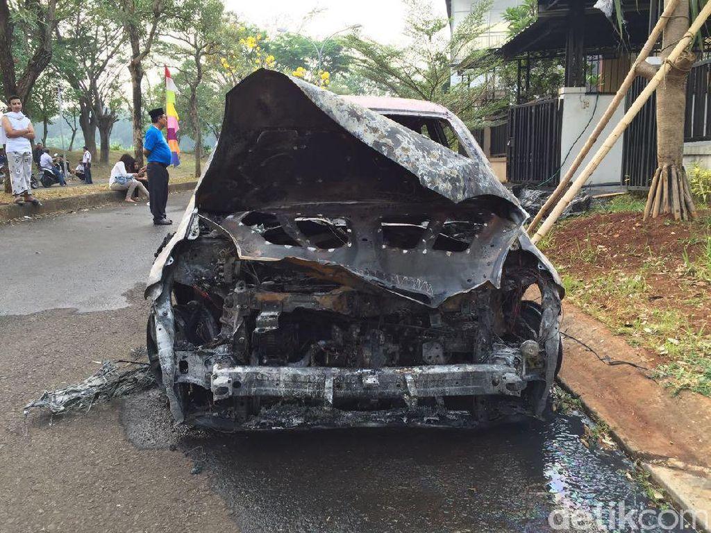 Mobil Diparkir Masih Bisa Terbakar, Lho