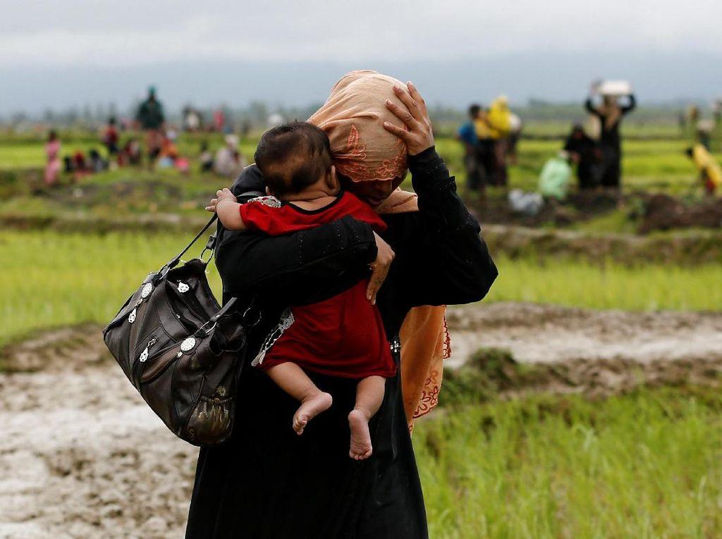 Perjuangan Warga Rohingya Menyelamatkan Diri ke Bangladesh
