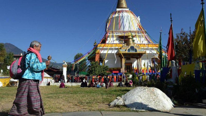 Foto: Terjepit antara China dan India, Bhutan membentang sekitar 23.818 kilometer persegi. Hutannya amat luas karena mencakup sekitar 70% dari total luasan wilayah negara dan inilah yang bertindak sebagai penyerap karbon alami, penyerap karbon dioksida (BBC Travel)