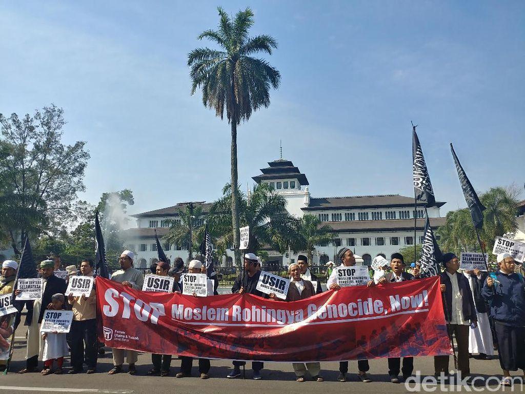 Massa Gelar Aksi Solidaritas Rohingya di Bandung
