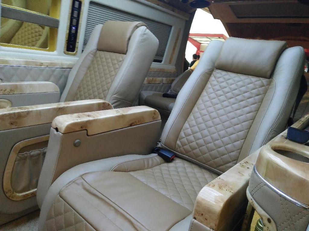 Intip Proses Modifikasi Interior Mobil Jadi Mewah