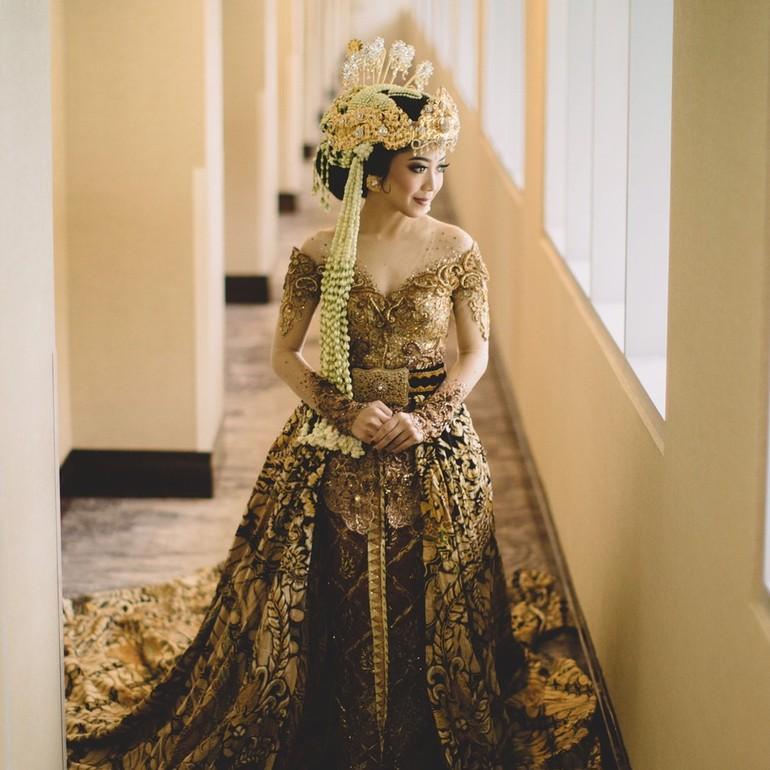 Foto 20 Model Kebaya Pengantin Artis Indonesia Raisa