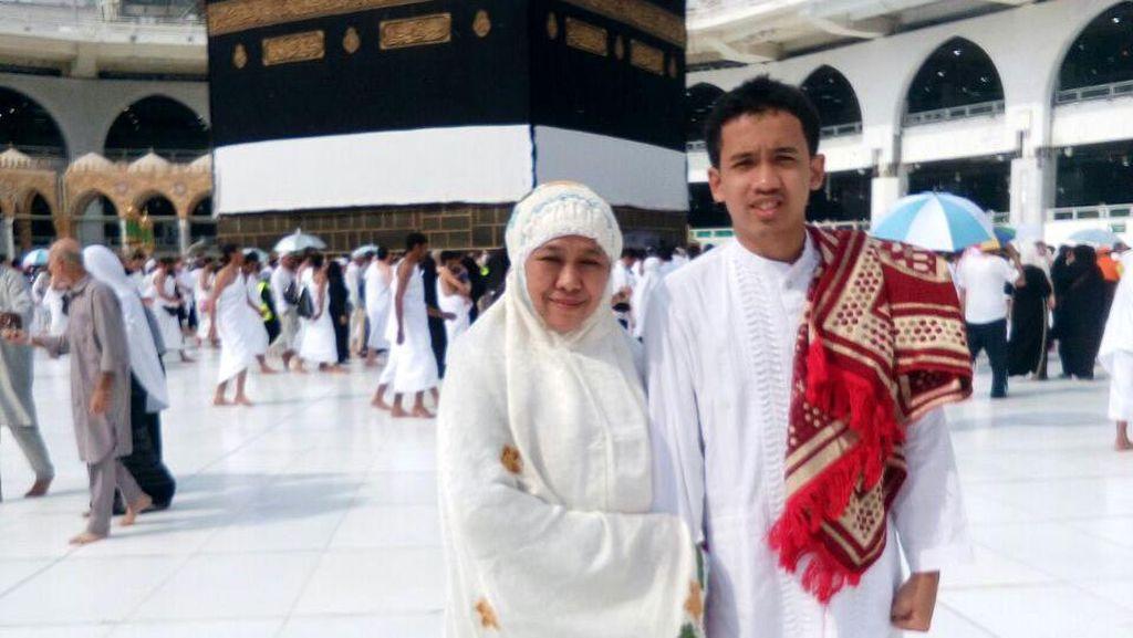 Mensos Khofifah Tunaikan Ibadah Haji