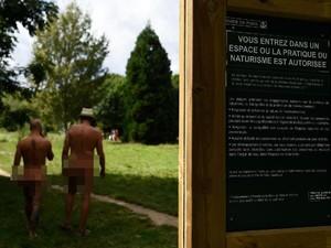Waduh, Paris Buka Taman Nudis