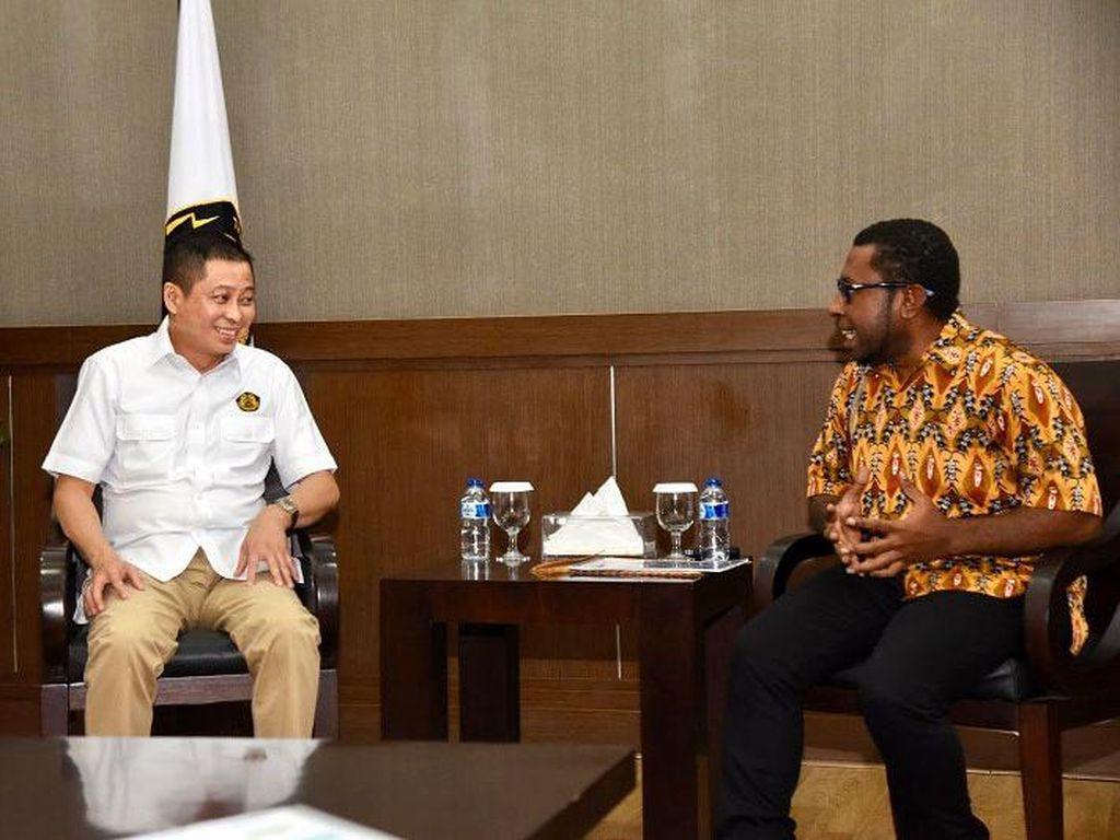 Jonan Bertemu Masyarakat Adat Papua