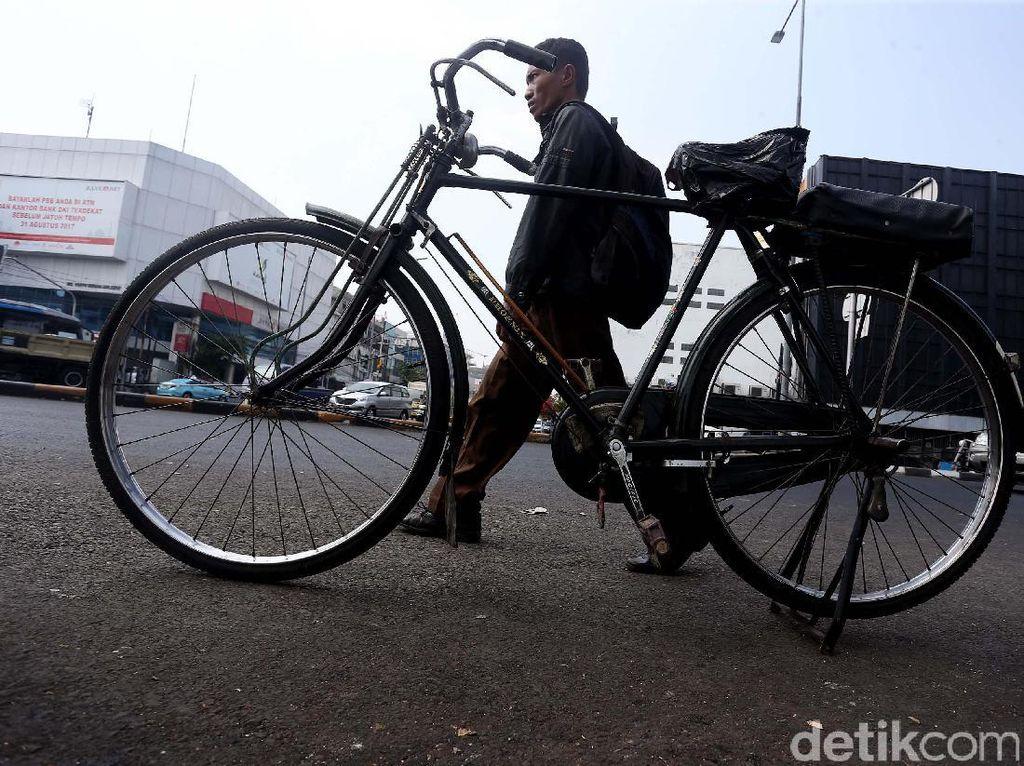 Becak Mau Dilegalkan di Jakarta, Tukang Ojek Sepeda Bersuara
