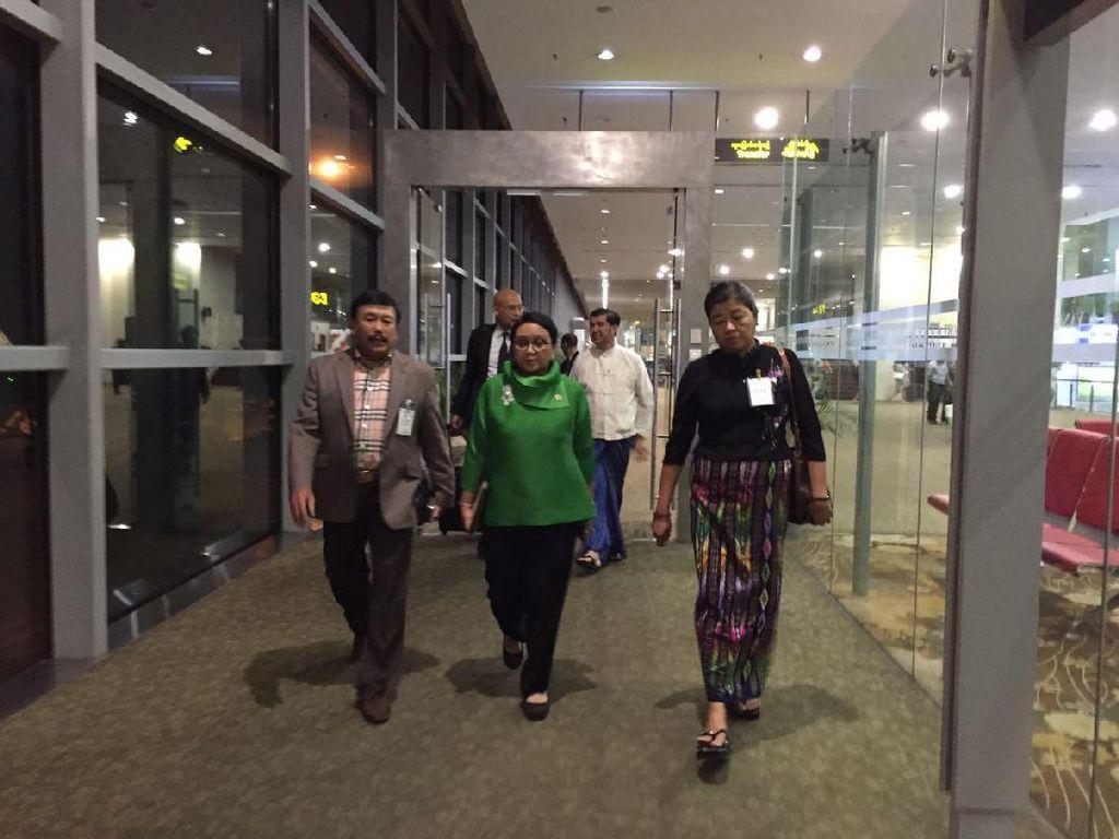 Tengah Malam, Menlu Retno Tiba di Myanmar untuk Bahas Rohingya