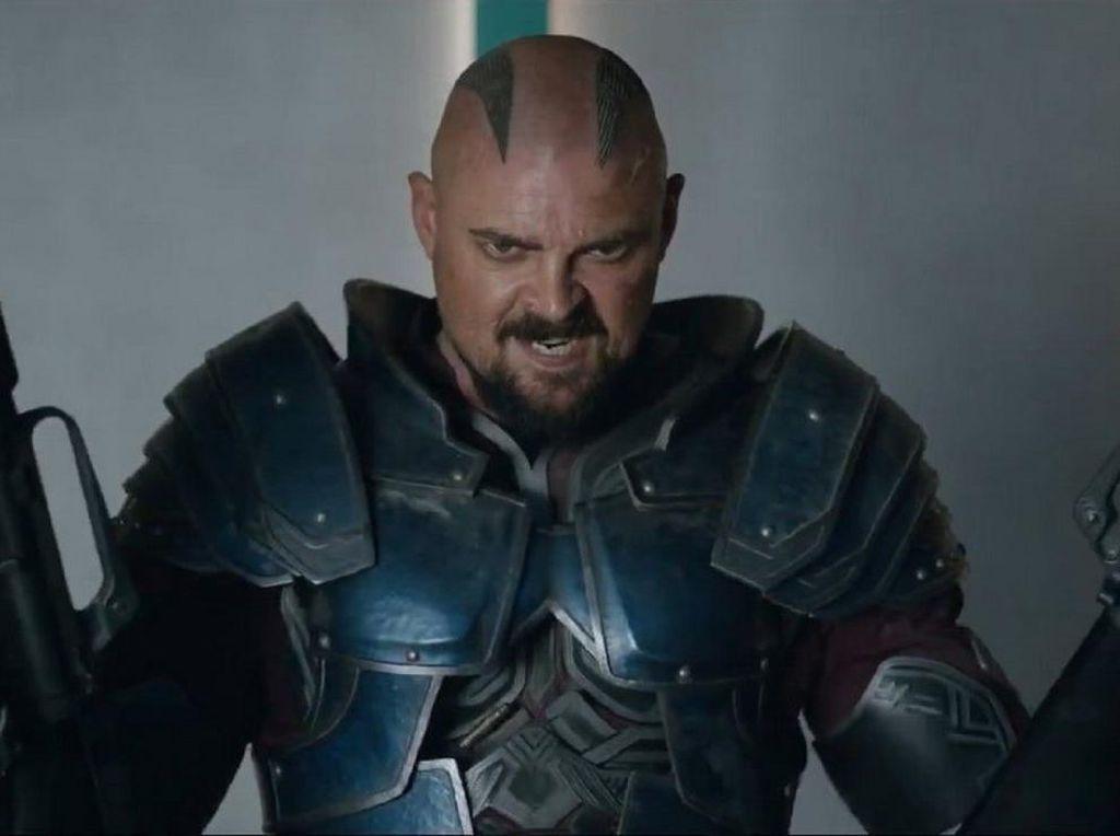 Karl Urban Beberkan Perannya Sebagai Pengkhianat di Thor: Ragnarok