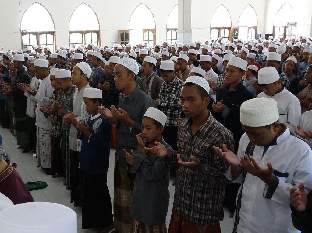 Santri di Probolinggo Gelar Salat Gaib untuk Korban Rohingya