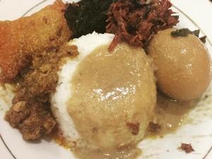 Sarapan Nasi Gudeg yang Sedap hingga Barang Aneh yang Terselip di Makanan Fast Food