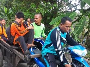 Perjuangan Kepsek Jemput Siswa SLB Pakai Gerobak di Pelosok Riau
