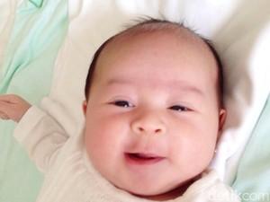Keluhan Saat Bayi Tumbuh Gigi dan Cara Mengatasinya