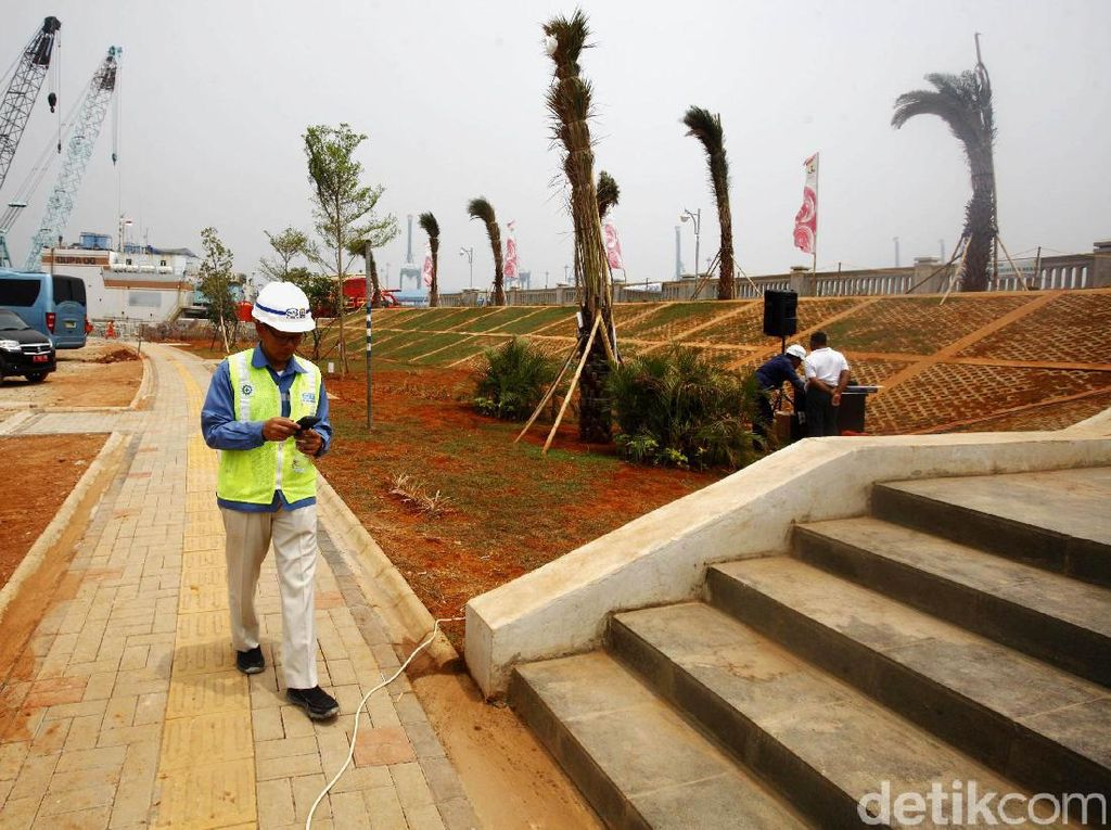 Video Menyusuri Tanggul Raksasa Pantai Jakarta