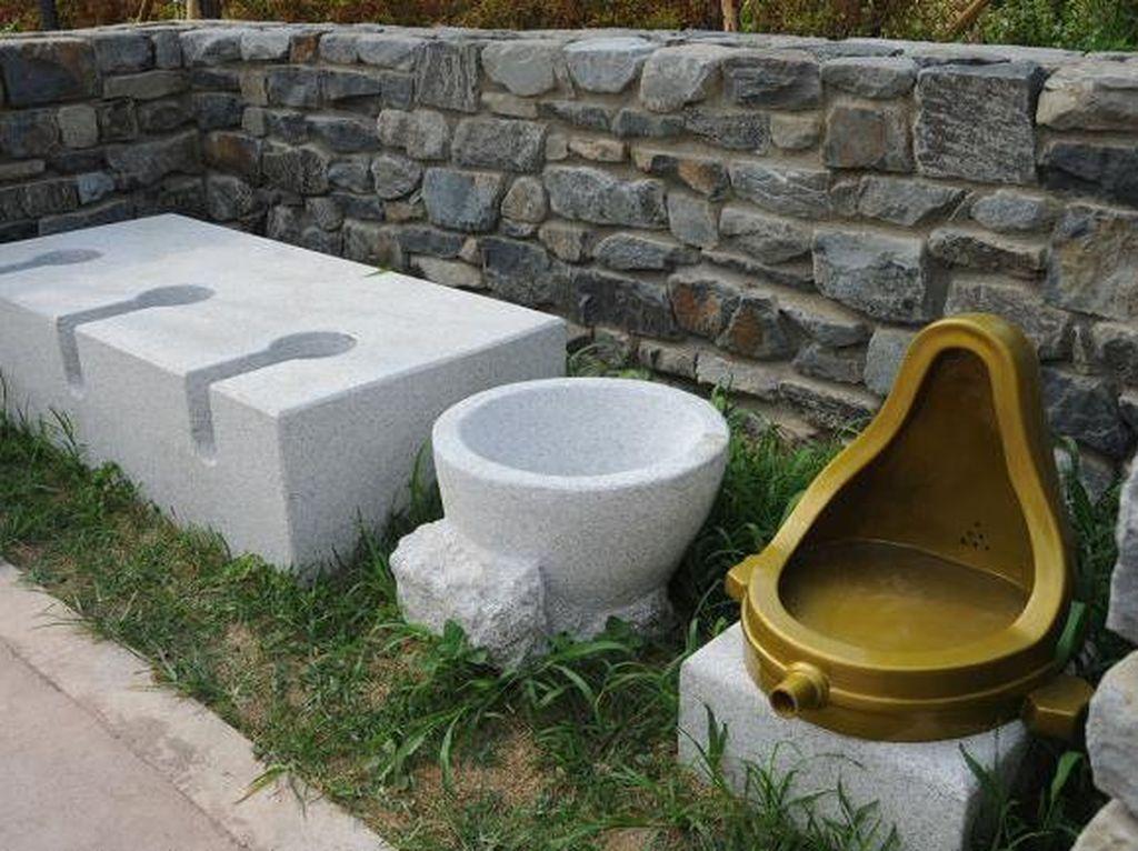 Lagi Viral Toilet Tanpa Sekat, Yuk Intip Museum Toilet
