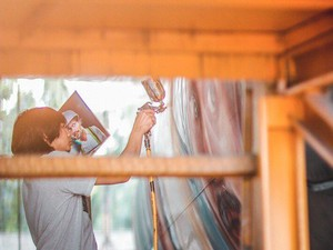 Seniman di Balik Mural Pesawat Jangkrik Boss