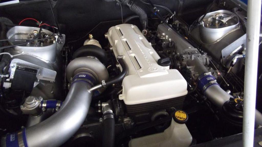 Mobil Para Bos Rolls-Royce Phantom Ini Bermesin Toyota