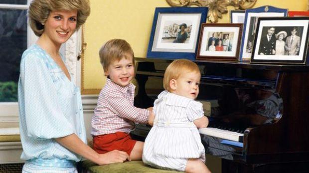 Mendiang Putri Diana dan kedua anaknya/