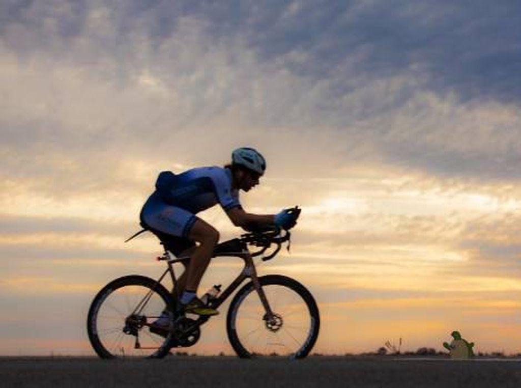 Hebat! Pria Ini Akan Pecahkan Rekor Keliling Dunia Naik Sepeda