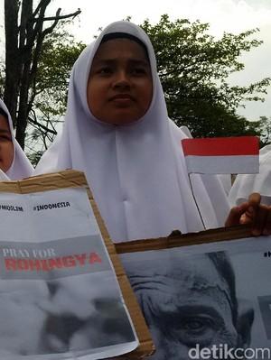 Bela Muslim Rohingya, Pendemo Menyemut di Gedung Sate