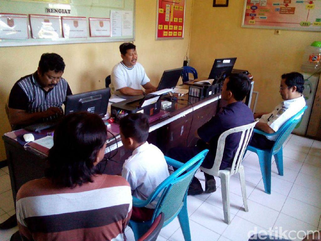 Pelajar SD Main Api Bakar Kabel Komunikasi PT KA di Porong