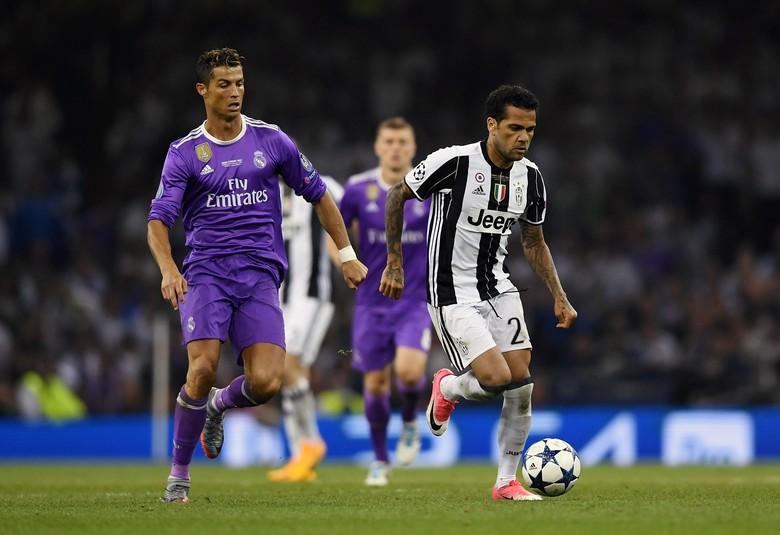 Dani Alves: Ronaldo Lawan Terberatku, tapi Messi yang Terbaik Sepanjang Masa