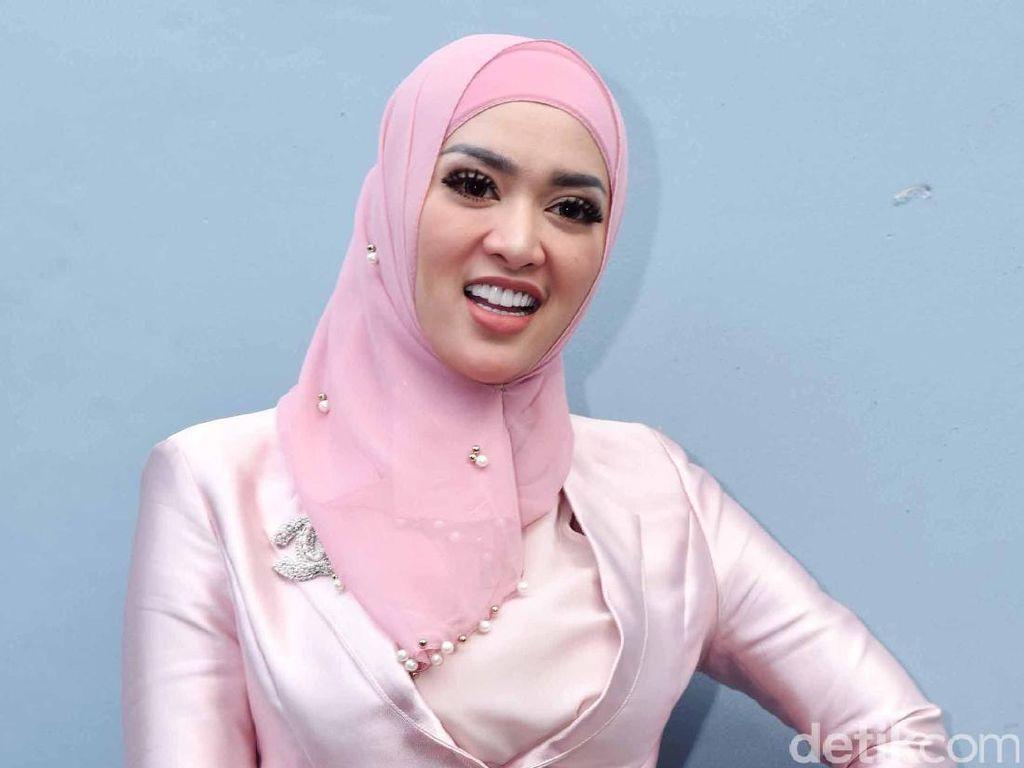Tiara Dewi Tak Mau Bongkar Aib Hubungan dengan Lucky Hakim