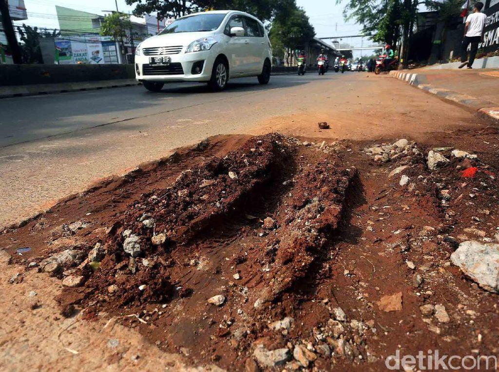 Foto: Galian Kabel Asal-asalan, Jalan Kembali Rusak