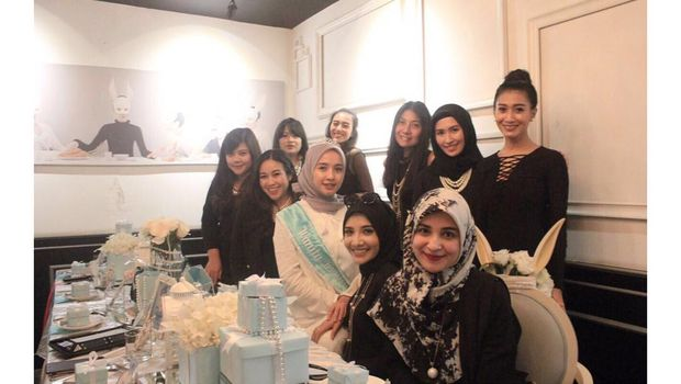 Foto: Gaya Hijab Simpel Laudya Cynthia Bella Saat Bridal Shower