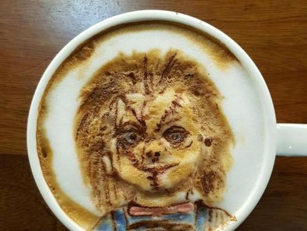 Hiii... Ada Latte Art Bentuk Boneka Chucky hingga Sadako!