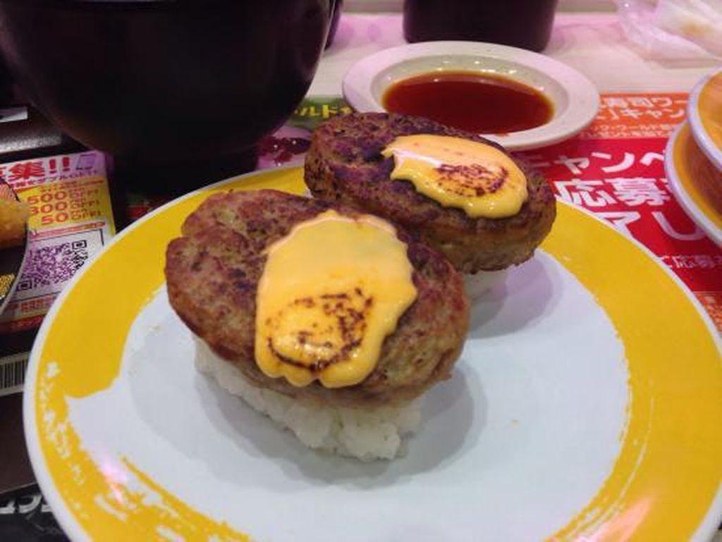 Kreasi Sushi Unik Rasa Cheese Burger, Pisang, hingga Lapisan Emas (1)