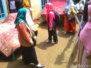 Warga Banjarnegara Jemur Kasur Massal Setelah Terserang Gatal