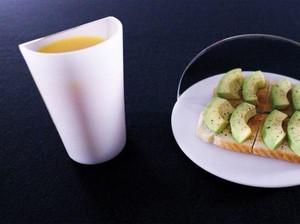 Alat Makan dengan Cermin Ini Bisa Bantu Makan Lebih Sedikit