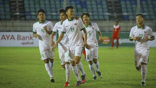 Timnas Indonesia U-19 berhasil melewati babak penyisihan dengan status sebagai juara grup.