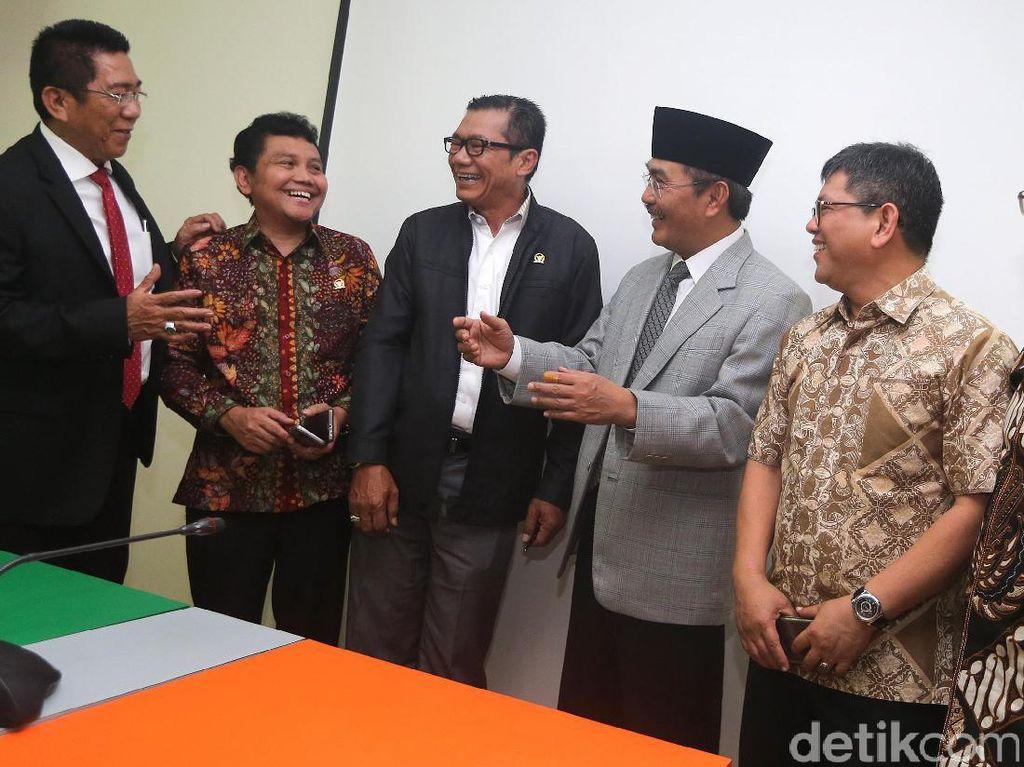 Jimly Sarankan Pansus Angket Surati MK Soal Pemanggilan Pimpinan KPK