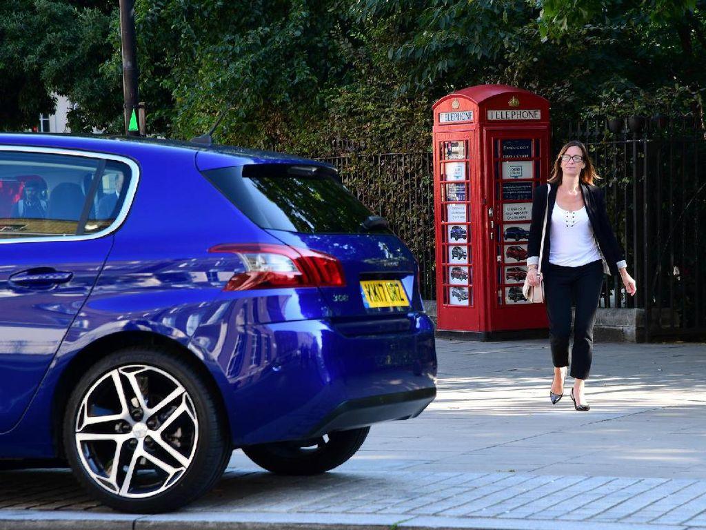 Diler Mobil Terkecil Sedunia, Sebesar Boks Telepon Umum