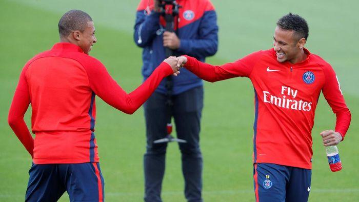PSG melakukan transfer gila-gilaan di bursa transfer musim panas ini. Les Parisiens mendatangkan Neymar dari Barcelona dan Kylian Mbappe dari AS Monaco. Foto: Charles Platiau/Reuters