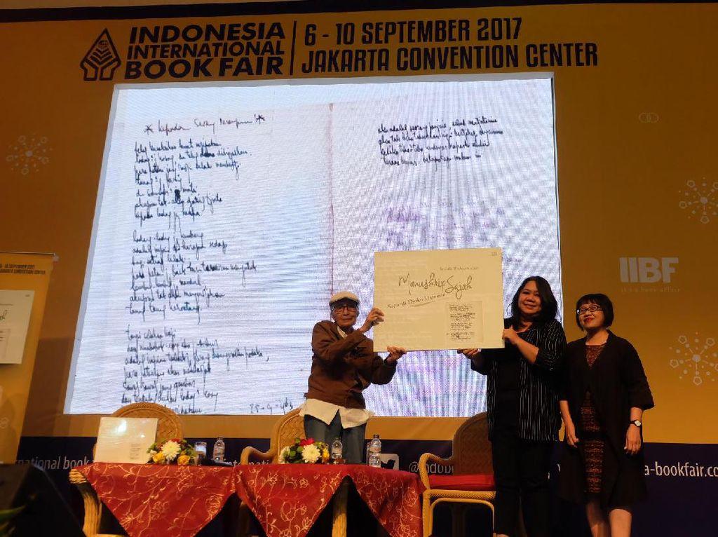 Manuskrip Sajak Sapardi Djoko Damono Rilis di IIBF 2017