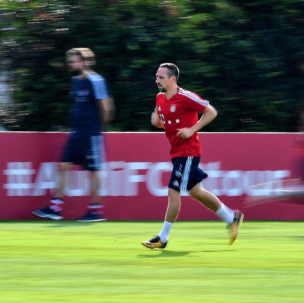 Ancelotti Diberhentikan, Ribery Dikritik