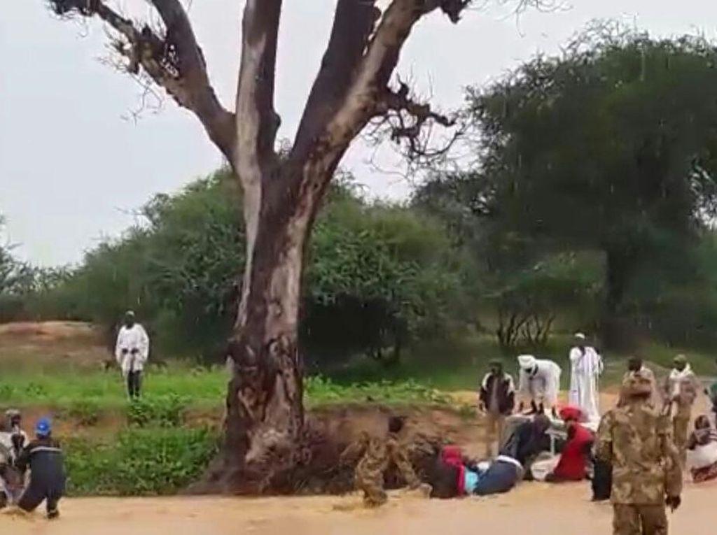 Saat Prajurit TNI di Darfur Selamatkan Warga yang Terseret Arus
