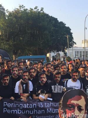 Suciwati hingga Rio Dewanto Orasi di Aksi Kamisan #13thMunir