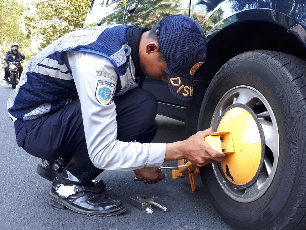 Video Perda No 5 Tahun 2014: Punya Mobil Wajib Punya Garasi