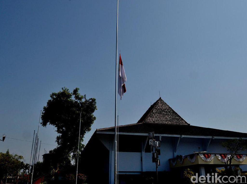 Berkabung, Kota Pekalongan Kibarkan Bendera Setengah Tiang