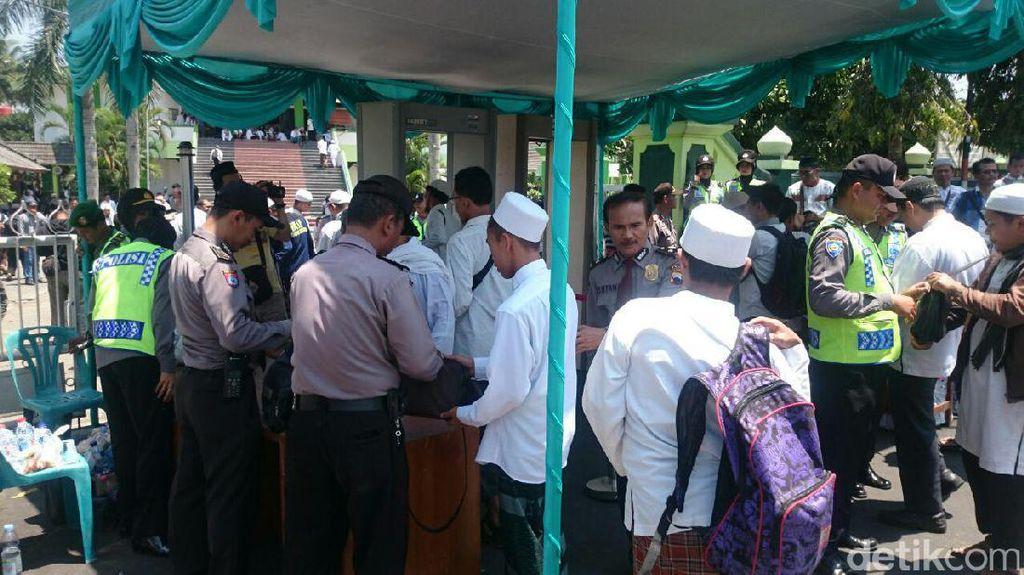 Foto: Massa Aksi Rohingya Ramaikan Masjid An Nuur Magelang