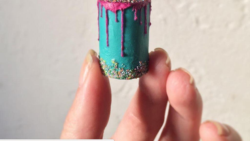 Bikin Gemes! 10 Kue Cantik Ini Ukurannya Paling Mungil di Dunia