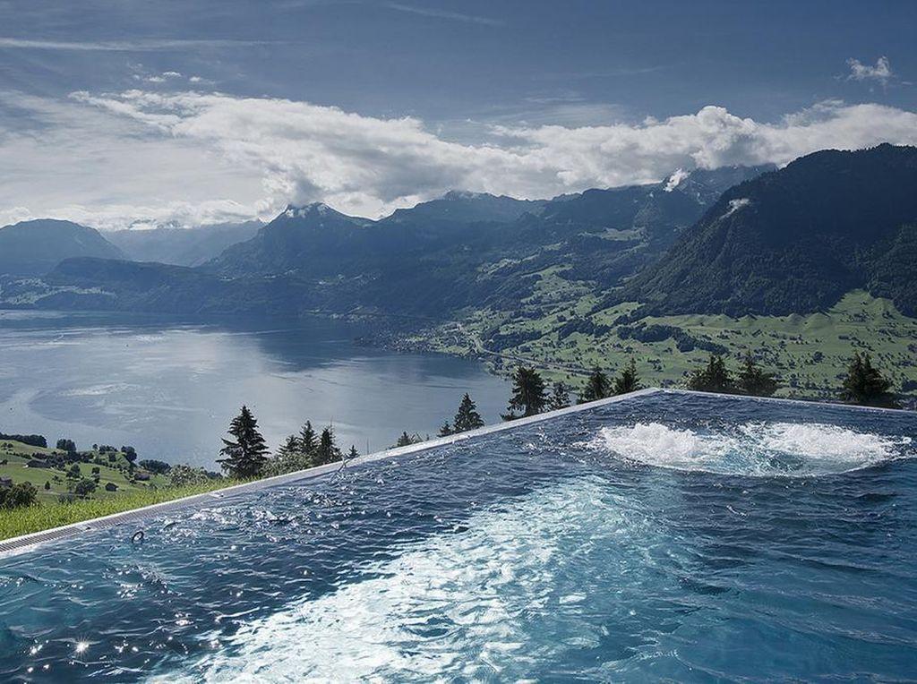 Foto: Siapa yang Tidak Mau Berenang di Sini?