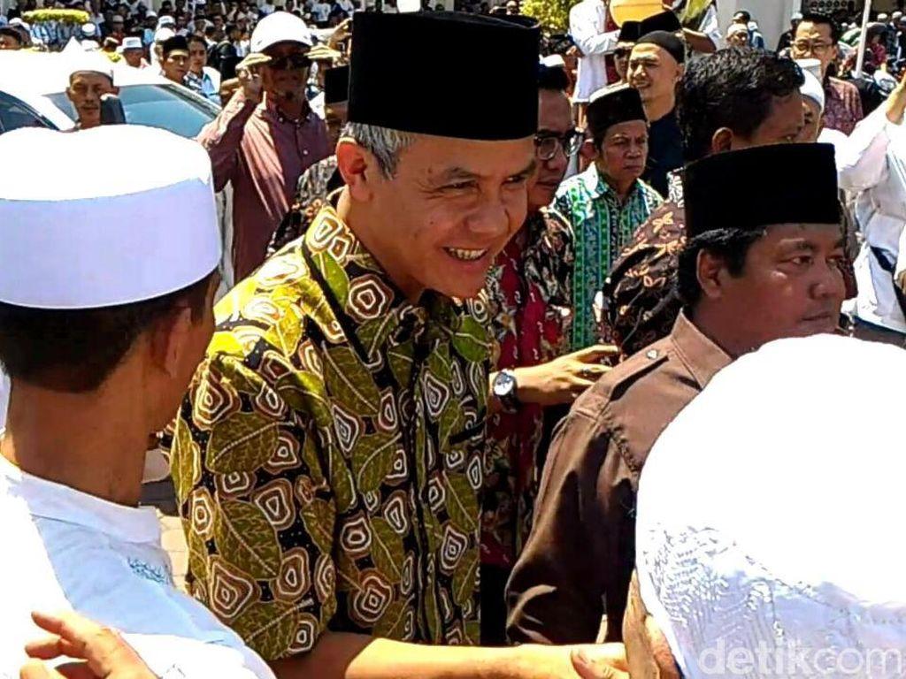 Gubernur Ganjar Ikut Salatkan Jenazah Wali Kota Pekalongan