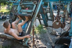 Foto: Gym Outdoor Pakai Besi Tua, Menarik Juga