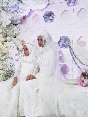 Resmi Menikah, Laudya Cynthia Bella Pakai Gaun Pengantin Rancangan Biyan