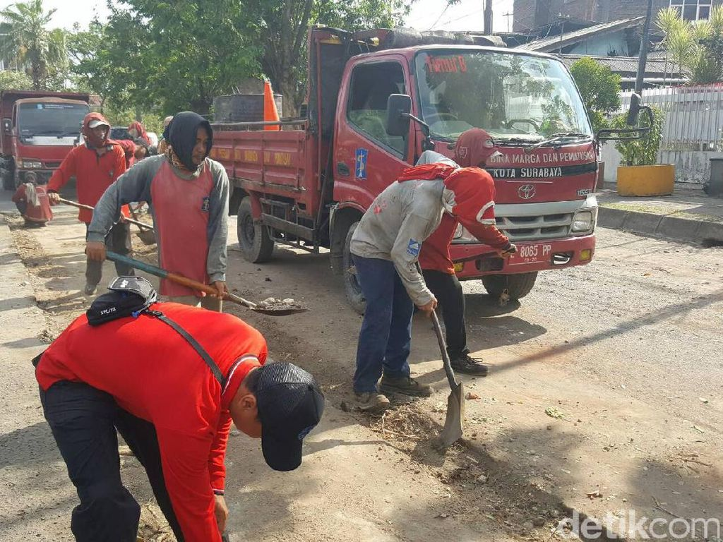 Usai Dibongkar, Pembatas Jalan di Karangmenjangan Diaspal