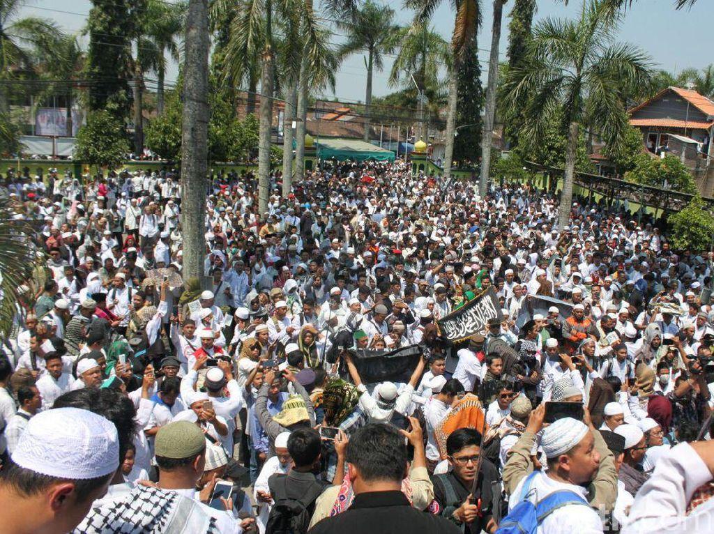 Foto: Aksi Rohingya di Masjid An Nuur Magelang, Ramai!